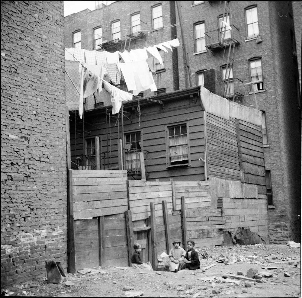 New York Apartments Outside: A Fine Line: The Art Of The Clothesline