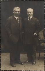 Alter Kacyzne. I. L. Peretz and Yankev Dinezon. ca. 1910. Museum of the City of New York. X2012.7.365