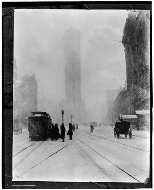 Jessie Tarbox Beals. Flatiron Building. ca. 1905. Museum of the City of New York. 91.53.38.