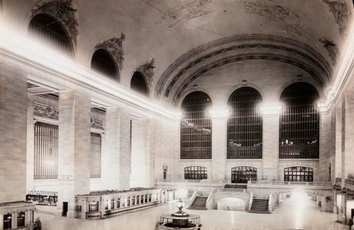 Unknown. Grand Central Station. ca. 1918. Museum of the City of New York. X2010.11.2827.