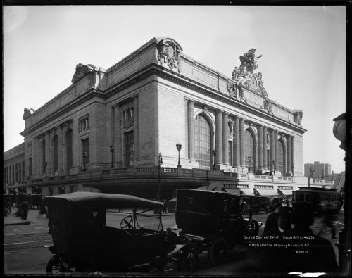 Irving Underhill (d. 1960). Grand Central Depot, 42nd St. 1914. Museum of the City of New York. X2010.28.297.