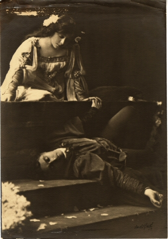 Arnold Genthe. [Julia Marlowe as Juliet and E. H. Sothern as Romeo.] ca. 1905. Museum of the City of New York. F2013.41.299