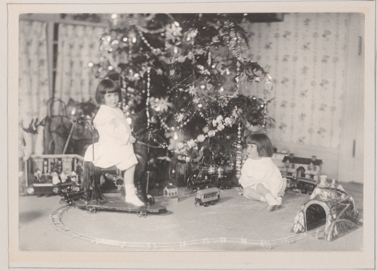 Unknown photographer. 4th Christmas 1906 [The first six years of William B. Leeds.] 1906. Museum of the City of New York. 89.3.1.32.