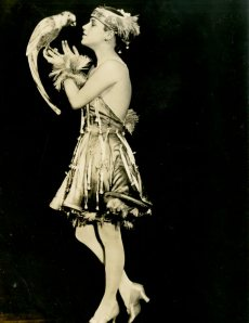 Frances White in the Midnight Frolic, 1917. From the Theater Collection. Museum of the City of New York, 74.92.31.