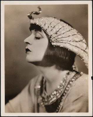 "[Jane Cowl as Cleopatra in ""Antony and Cleopatra"".]"
