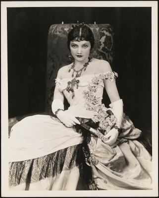 "[Katharine Cornell as Ellen Olenska in ""The Age of Innocence"".]"