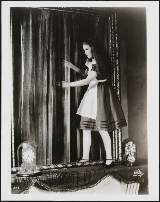 "White Studio (New York, N.Y.). [Josephine Hutchinson as Alice in ""Alice in Wonderland"".]. 1932. Museum of the City of New York. 37.350.26."
