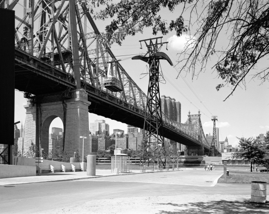 [Queensboro Bridge and Roosevelt Island Tramway.]