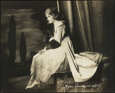 Hixon-Connelly. [Dorothy Dickson in an unidentified production.] 1917. Museum of the City of New York, X2013.42.797