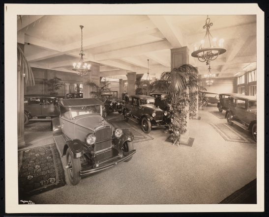 Byron Company, Warren-Nash Motor Corp., Interior, sales room, Broadway & 58th Street, 1927. Museum of the City of New York, 93.1.1.442.