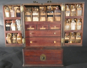 Rufus King's Traveling Medicine Case, Reece, ca. 1814. Museum of the City of New York, 41.304.4A.
