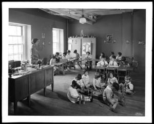 Wurts Bros. (New York, N.Y.), Sedgewick Avenue and Gun Hill Road. Amalgamated Clothing Workers Apartments, [classroom] interior, 1929. Museum of the City of New York. X2010.7.1.6792