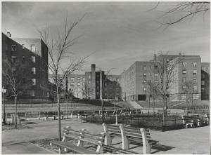 Samuel H. (Samuel Herman) Gottscho (1875-1971), [Harlem River Houses] Court facing Harlem River, 1936. Museum of the City of New York. 41.239.2