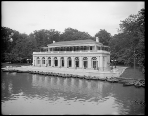 Wurts Bros. (New York, N.Y.). Prospect Park. Boathouse. ca. 1905. Museum of the City of New York. X2010.7.1.557