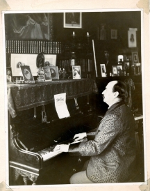 Unknown. [Harry B. Smith at the piano.] ca. 1896. Museum of the City of New York. 61.150.1339.