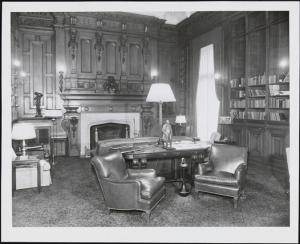 Photographer unknown. [Library at the Lotos Club], ca. 1950. Museum of the City of New York, X2010.11.5637.