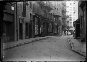 Robert L. Bracklow (1849-1919). Doyer Street, Chinatown. 1903. Museum of the City of New York. 93.91.450