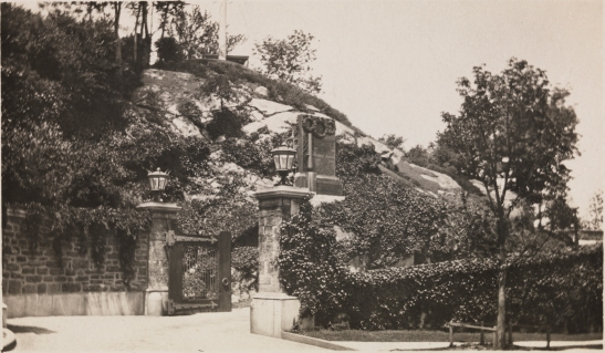 [Entrance to the Billings Estate, Fort Tryon.]