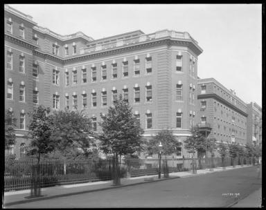 Wurts Bros. (Mew York, N.Y.). West 136th Street. Harlem Hospital, 1915. Museum of the City of New York, X2010.7.1.1855.