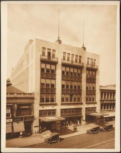 Wurts Bros. (New York. N.Y.). West 125th Street. L. M. Blumstein Store, ca. 1923. Museum of the City of New York, X2010.7.2.21589.