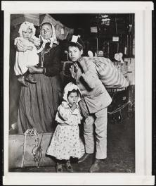 Alexander Alland and Lewis Wickes Hine (1874-1940). [Immigrants on Ellis Island.], ca. 1905. Museum of the City of New York, X2010.11.9996.